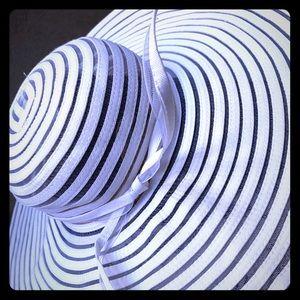 Floppy Sun Hat ☀️